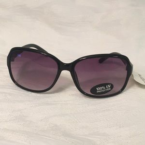 Liz Claiborne Sunglasses 🕶